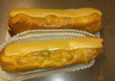 Eclairs café : pâte à choux, crème pâtissière au café (2.00€/pce)