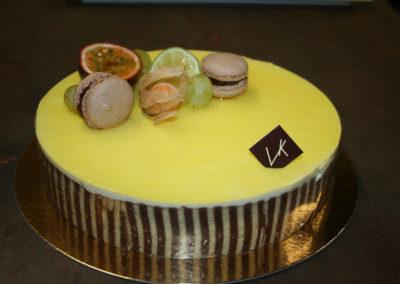 Chocopassion : biscuit chocolat, mousse chocolat au lait, mousse aux fruits de la passion (3.50€/pers)