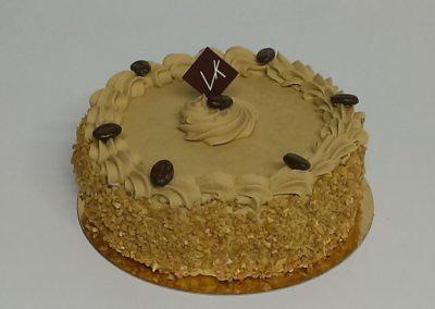 Moka : succession de biscuits amandes imbibés au café, crème au beurre moka (3.00€/pers)