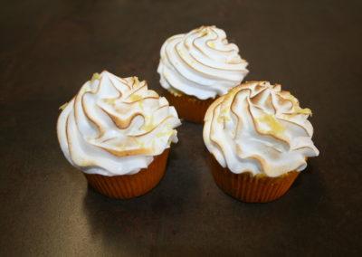 cupcake citron fourré au citron, meringue caramélisée