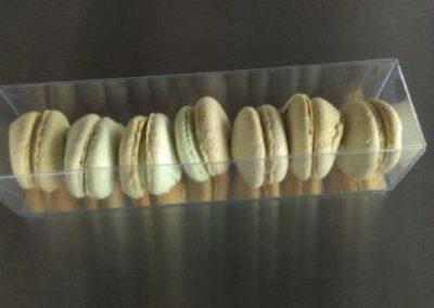 Macarons : vanille, pistache, praliné, pain d'épices, chocolat,choco-passion, framboise-cuberdon, vanille-oranges confites ... (5.00€/6 pces)