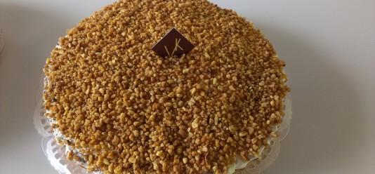 Tarte brésilienne : pâte levée, flan vanille, chantilly, noisettes caramélisées (3.00€/pers)